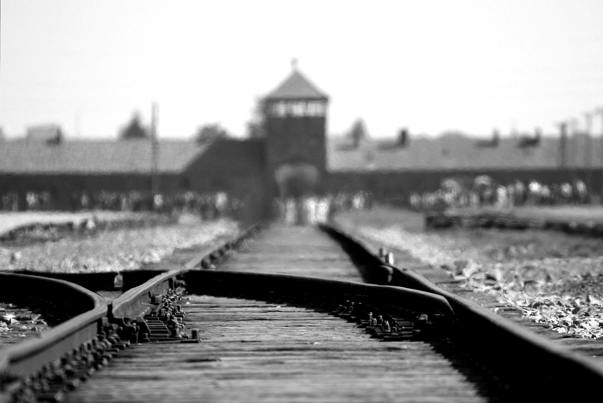 Stazione d'arrivo dei treni con i deportati